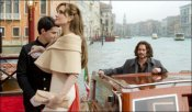 Турист: красивая женщина в красивом городе